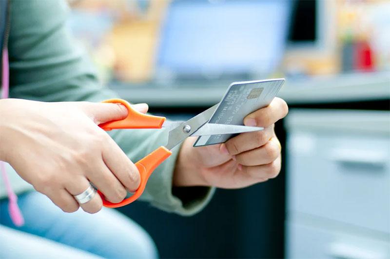 Стоит ли брать кредит чтобы закрыть кредитную карту